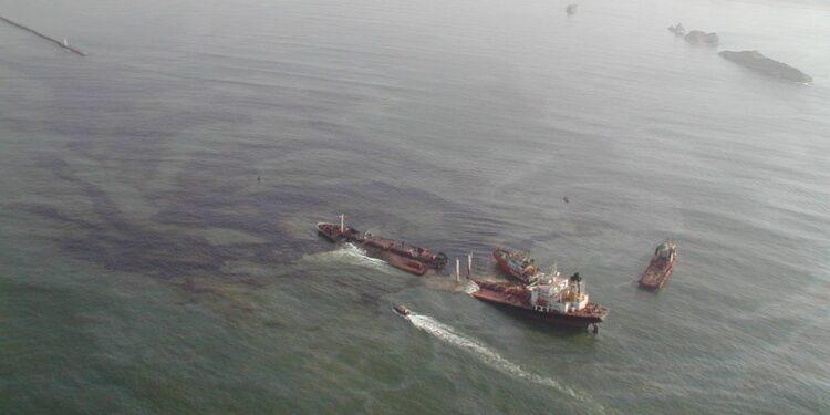 Tasman Spirit oil spill at Karachi